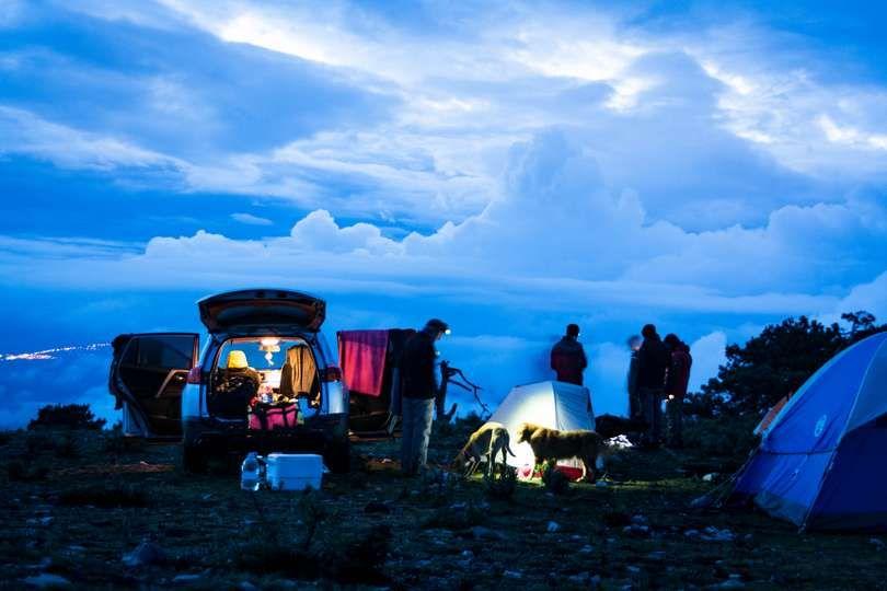 10 tips para mantenerte en calor en las noches de camping